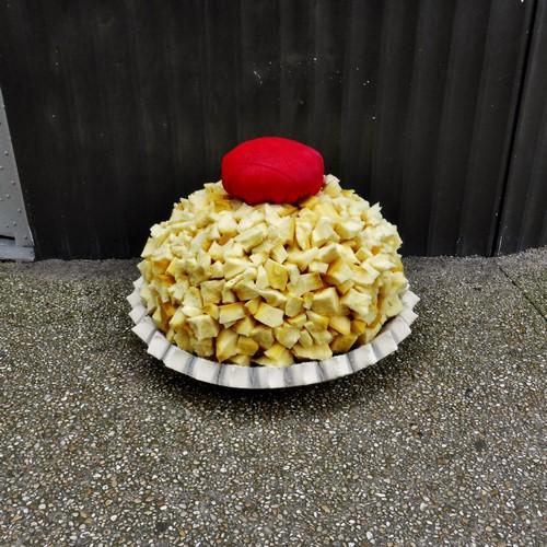 """lork eat me street art mattresses giant food 7 - Lor-K redéfinit la """"street food"""" avec ses sculptures éphémères 100% récup !"""