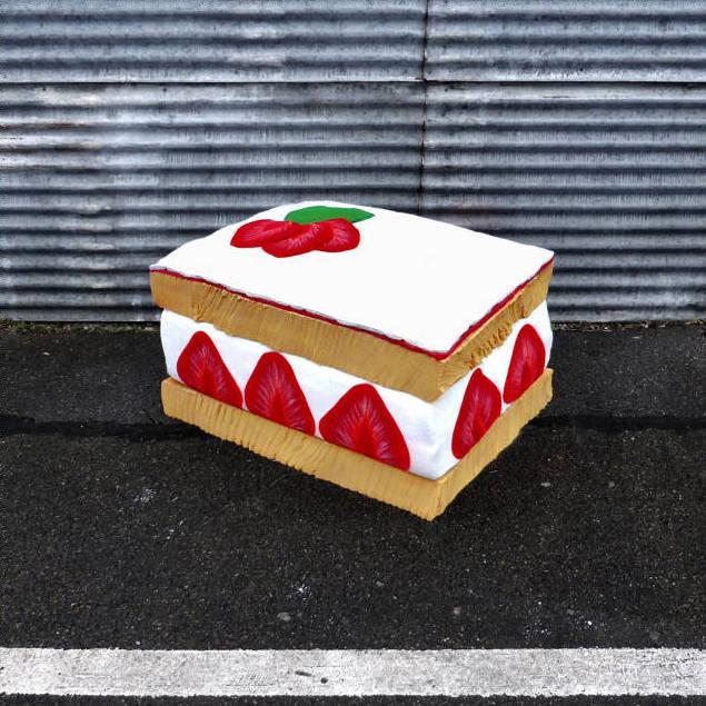 """lork food giant sculpture matelas encombrant nouvel art urbain street 42 - Lor-K redéfinit la """"street food"""" avec ses sculptures éphémères 100% récup !"""