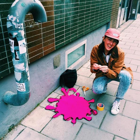 capture decran 2016 07 06 a 14 14 47 - Yarn bombing : l'artiste Julia Riordan tricote les rues avec humour