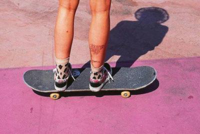 """cover skatejpg 400x268 - """"The free life"""" : des filles, des boards et des photos analogiques"""