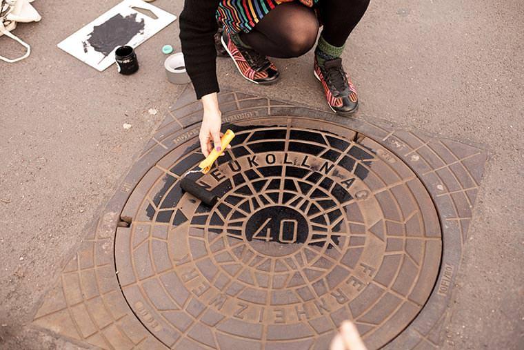 street serigraphy2jpg - Le collectif Raubdruckerin propose une collection de tee-shirts imprimés avec la rue
