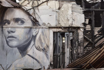 roneemptyspacecoverformatdesktop300dpi 400x268 - Le street artiste Rone donne un nouvel éclat à des lieux abandonnés avec ses portraits féminins