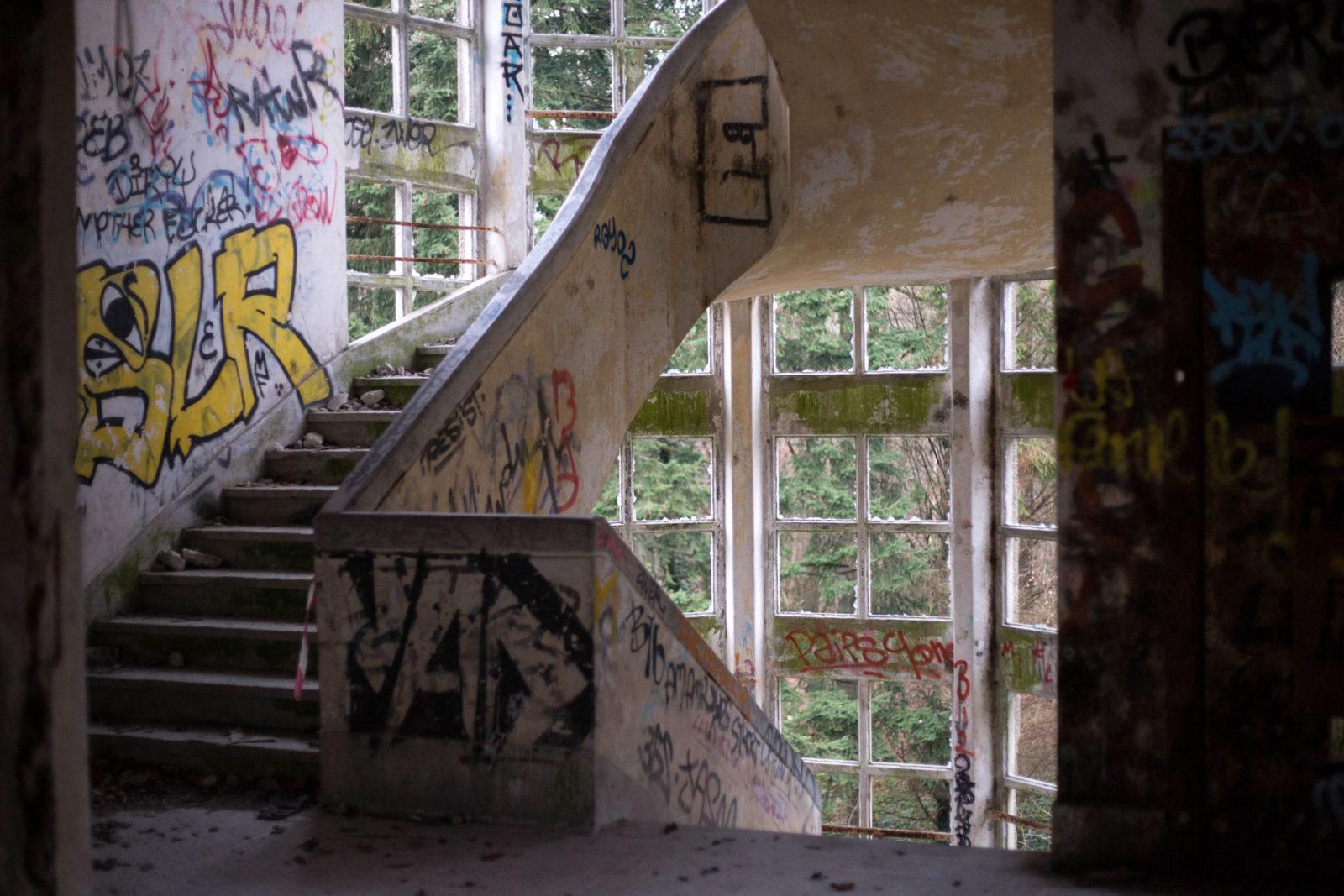 IMG5535 - Urbex x Parkour : visite acrobatique d'un sanatorium abandonné