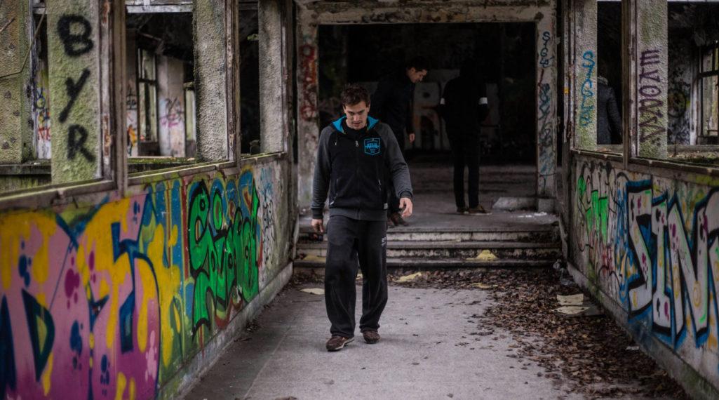 Urbex x Parkour : visite acrobatique d'un sanatorium abandonné