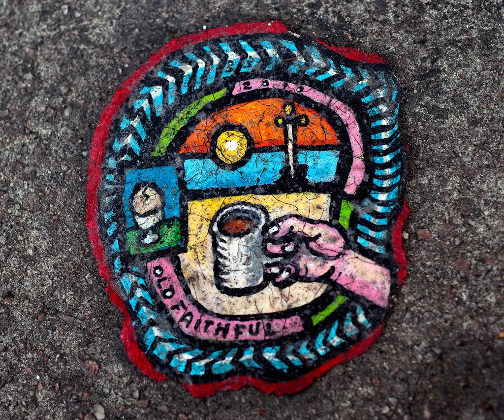 BenWilson chewing gum man chewingum art egg saucisse tasse tableau arturbain MUSWELL 2 jumbo - Ben Wilson transforme des chewing-gums déjà mâchés... en oeuvres d'art !