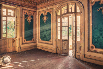 Matthiashaker-urbex-ruine-photo-palais-discoball-memories-of-the-night-cover_format_desktop_300dpi