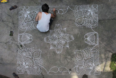 Ali-LouisArthurIgnore-trottoir-rennes-mandala-motif-floral-streetart-cover_format_desktop_300dpi