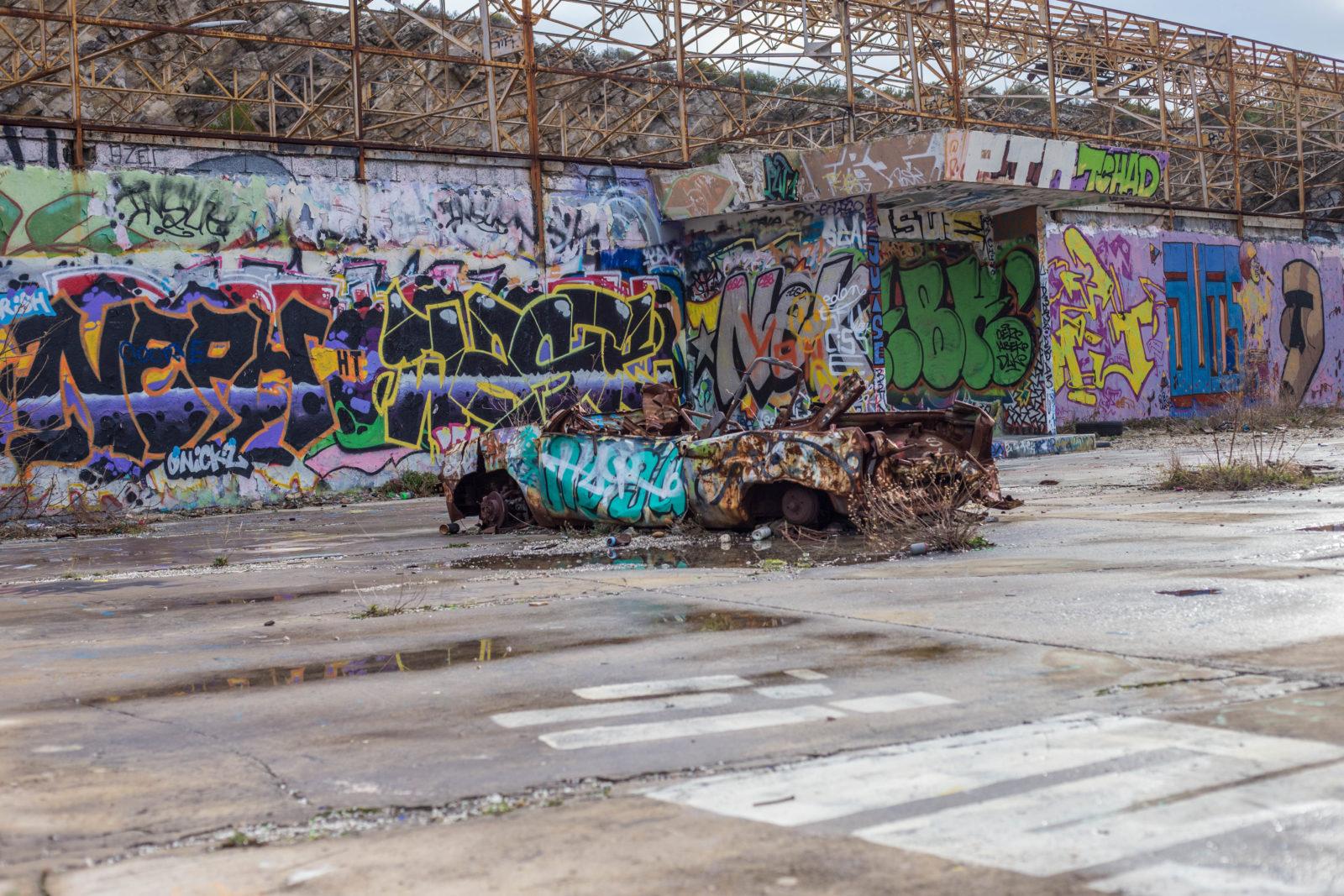 urbex jeanpantaleo skate Marseille LaCaverne tags graffitiIMG7058 - Des tricks et du freestyle avec Jean Pantaleo dans un skatepark 100% DIY