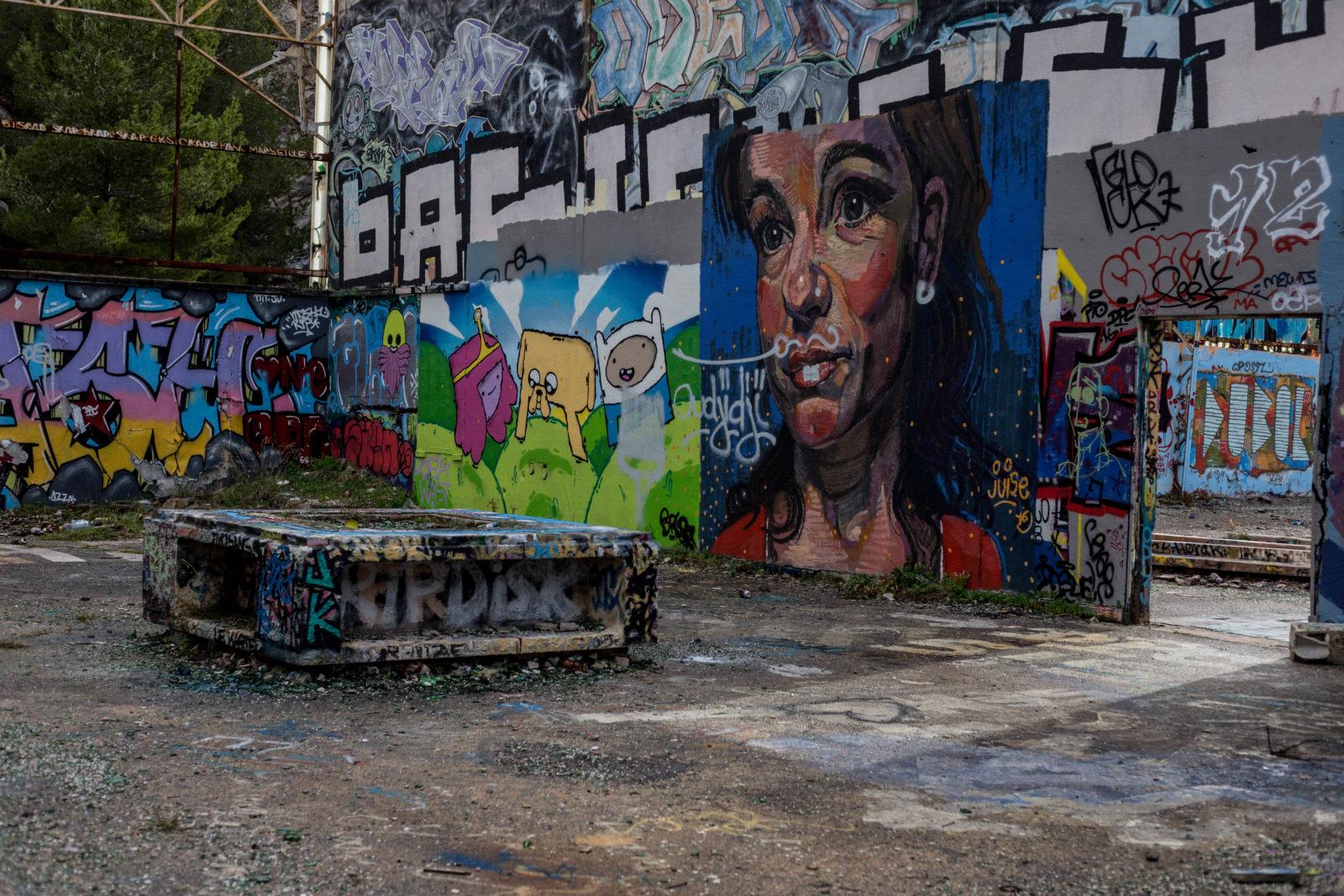 urbex jeanpantaleo skate Marseille LaCaverne tags graffitiIMG7061 - Des tricks et du freestyle avec Jean Pantaleo dans un skatepark 100% DIY