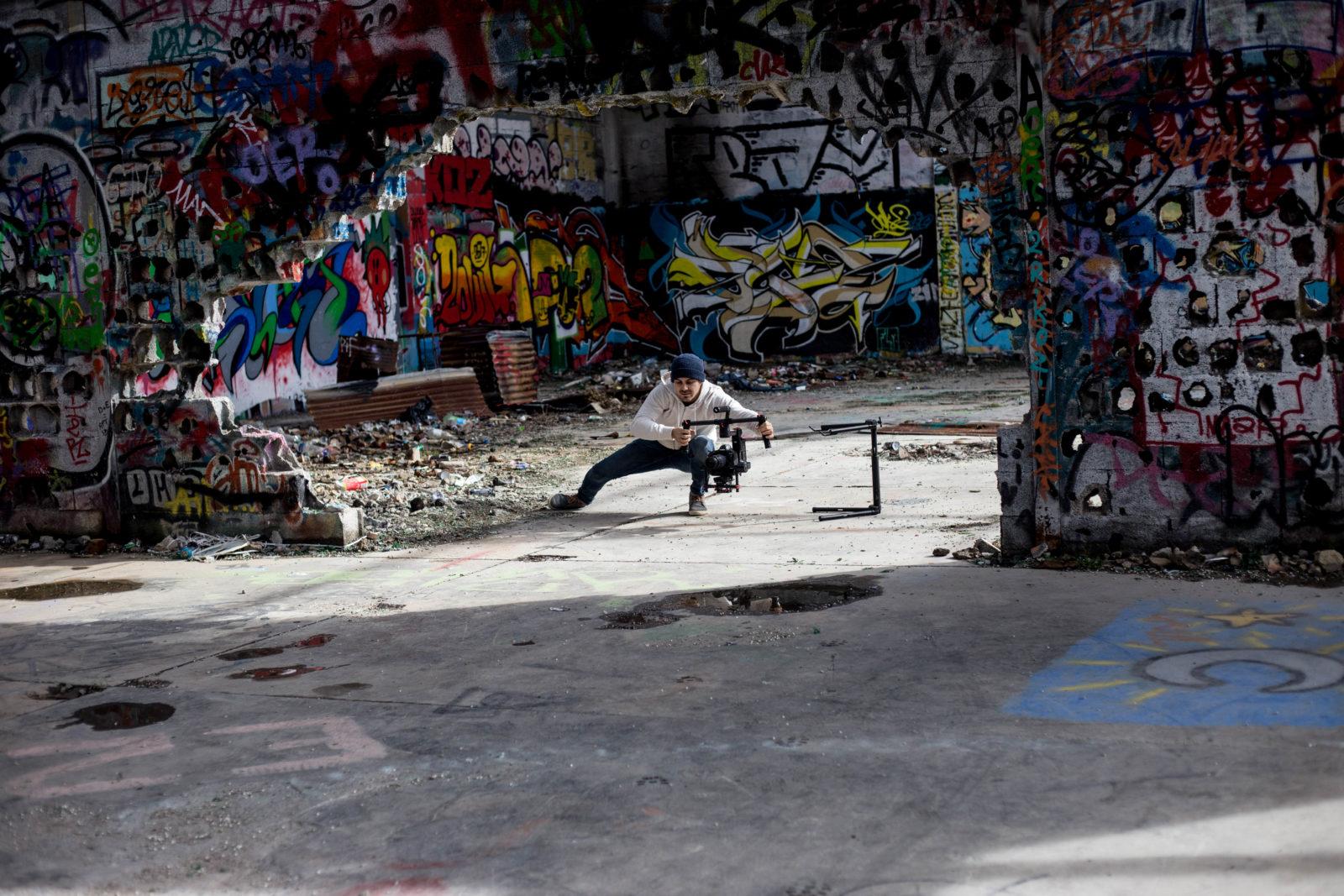 urbex jeanpantaleo skate Marseille LaCaverne tags graffitiIMG7249 - Des tricks et du freestyle avec Jean Pantaleo dans un skatepark 100% DIY
