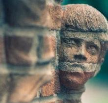 Les sculptures en briques insolites de...