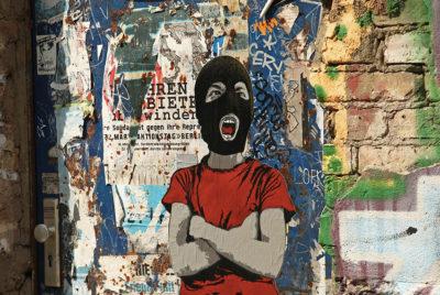 AliasAlias-kids-enfant-streetart-photo-urbain-collage-rue-RADAR_cover_article