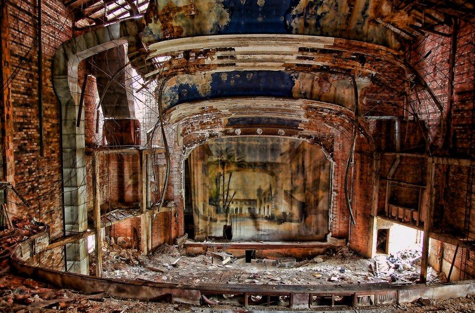 garypalacetheaterindianasalleconcertabandonneeurbex1 - Salles de concert abandonnées : ces spots urbex où plane le silence