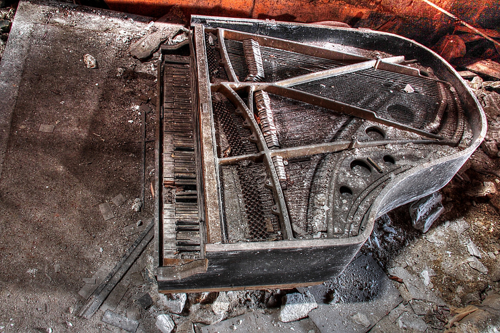 garypalacetheaterindianasalleconcertabandonneeurbex3 - Salles de concert abandonnées : ces spots urbex où plane le silence