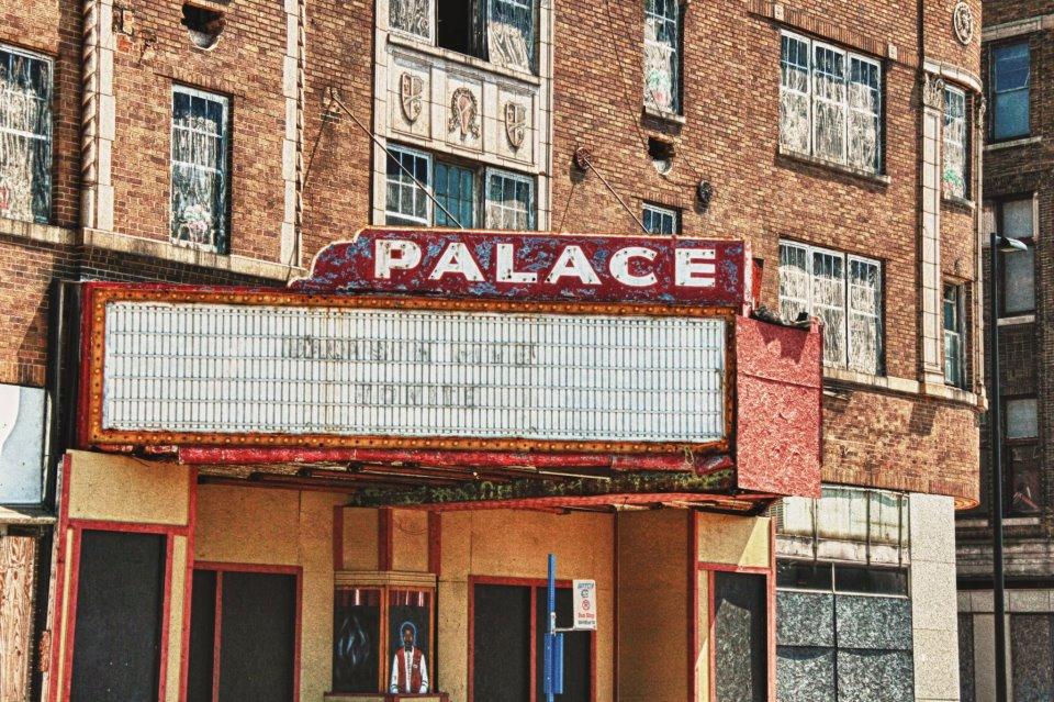 garypalacetheaterindianasalleconcertabandonneeurbex4 - Salles de concert abandonnées : ces spots urbex où plane le silence