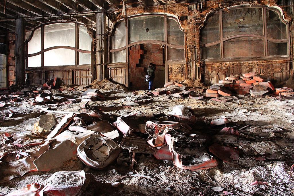 garypalacetheaterindianasalleconcertabandonneeurbex5 - Salles de concert abandonnées : ces spots urbex où plane le silence