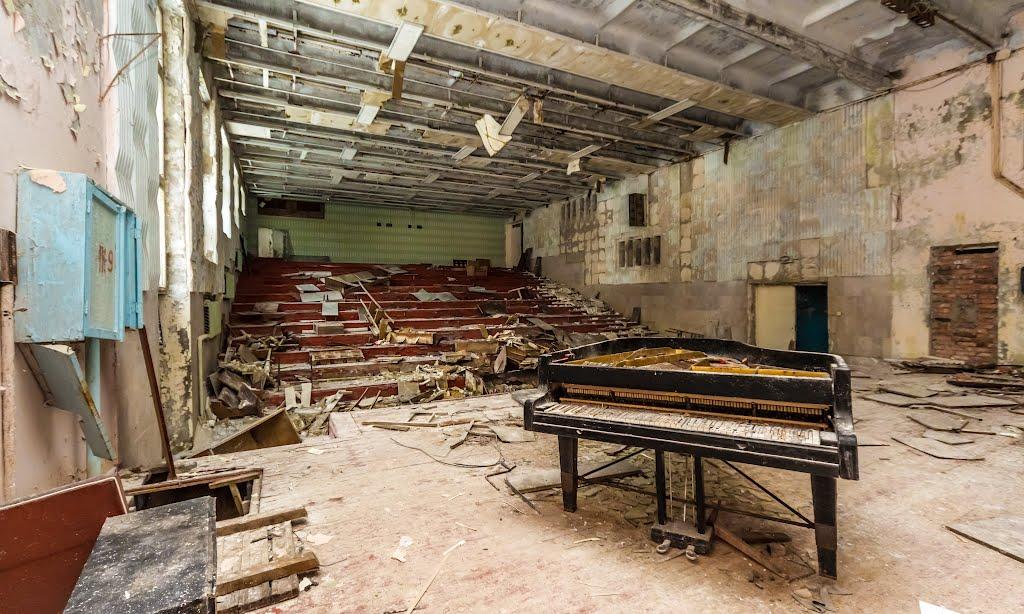 musicschoolpripyatukrainesalleconcertabandonneeurbex1 - Salles de concert abandonnées : ces spots urbex où plane le silence