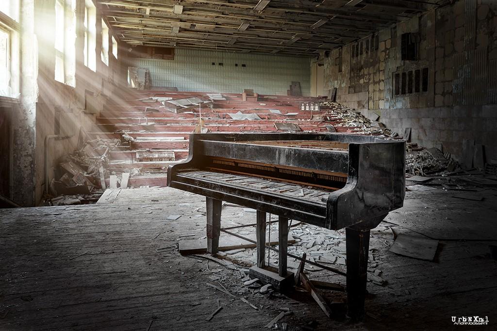 musicschoolpripyatukrainesalleconcertabandonneeurbex2 - Salles de concert abandonnées : ces spots urbex où plane le silence
