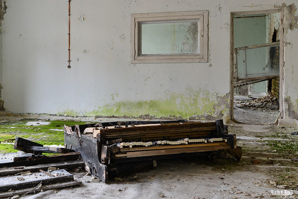 musicschoolpripyatukrainesalleconcertabandonneeurbex3 - Salles de concert abandonnées : ces spots urbex où plane le silence
