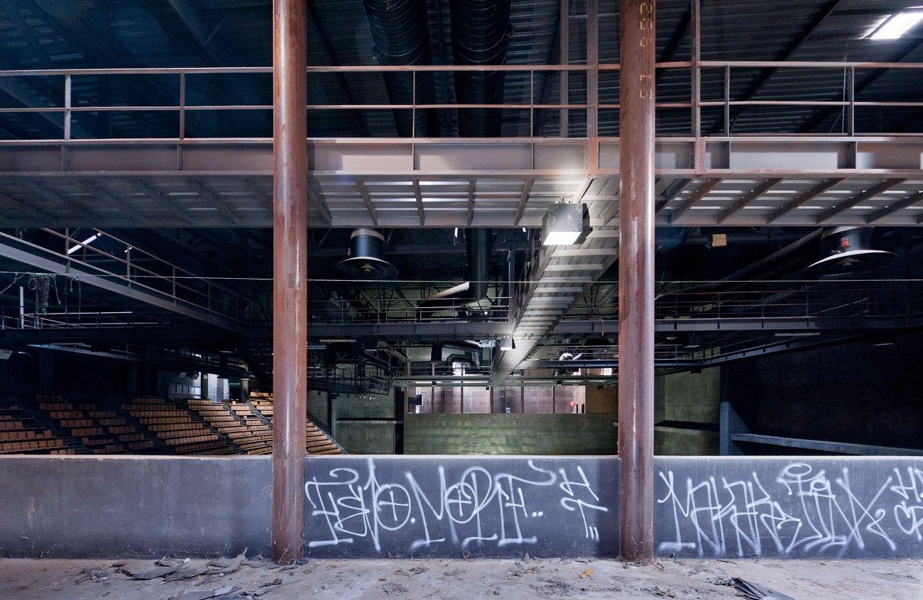 stadiumdeVitrollesFranceLisaRicciottisalleconcertabandonneeurbex1 - Salles de concert abandonnées : ces spots urbex où plane le silence