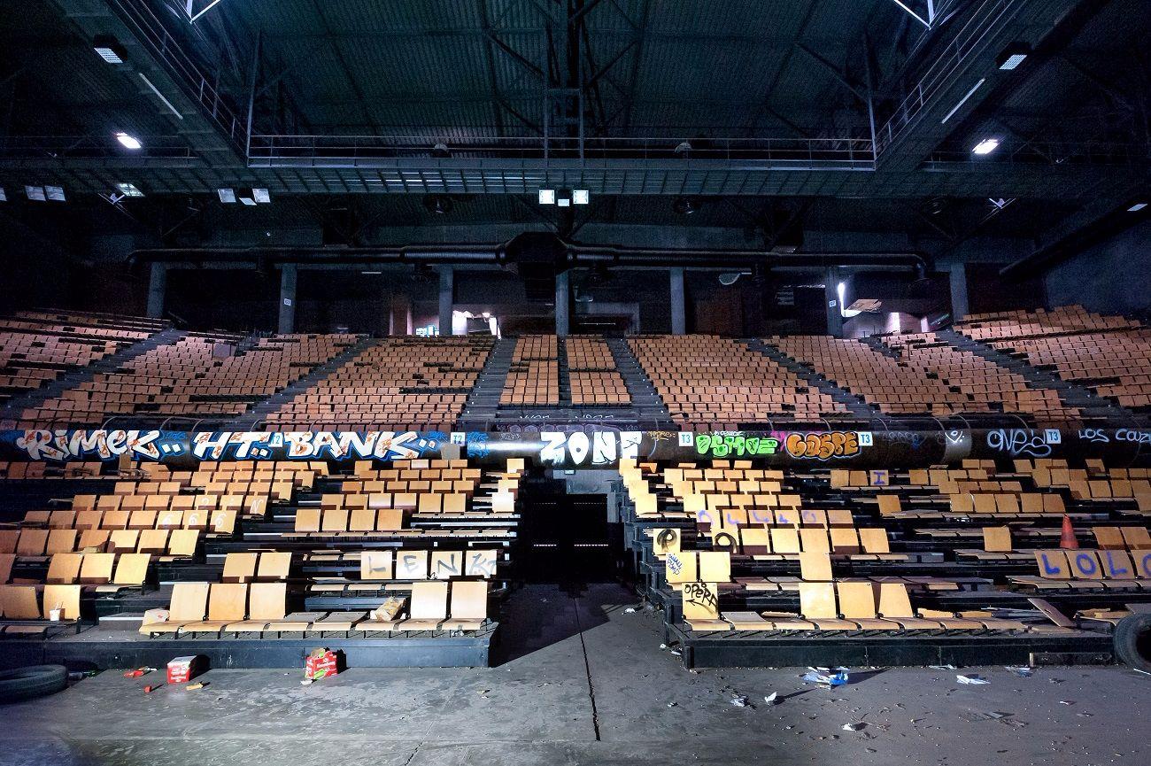 stadiumdeVitrollesFranceLisaRicciottisalleconcertabandonneeurbex3 - Salles de concert abandonnées : ces spots urbex où plane le silence