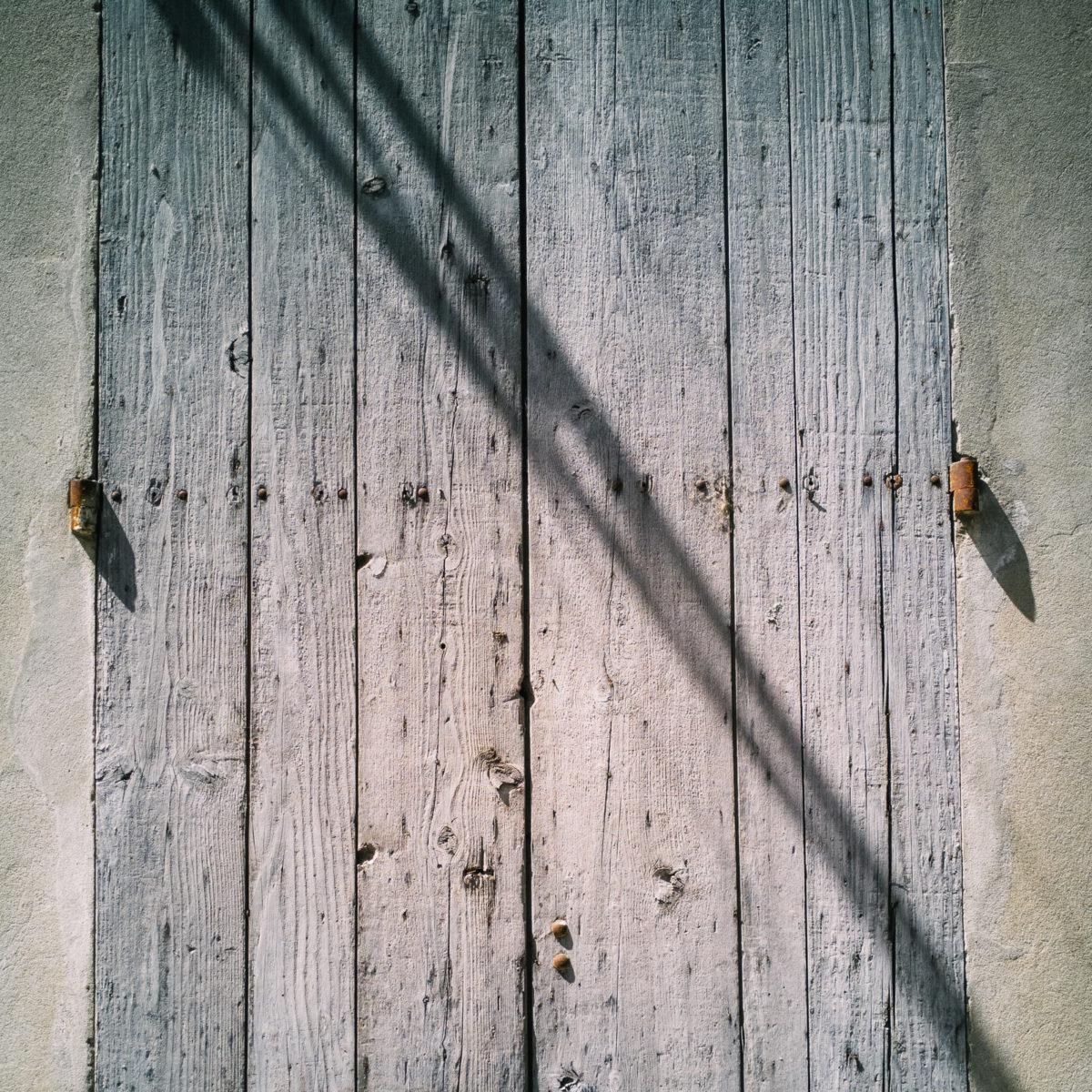 aliocha boi arles photographie projections ombre lumiere2 - Le photographe Aliocha Boi révèle la façade street d'Arles