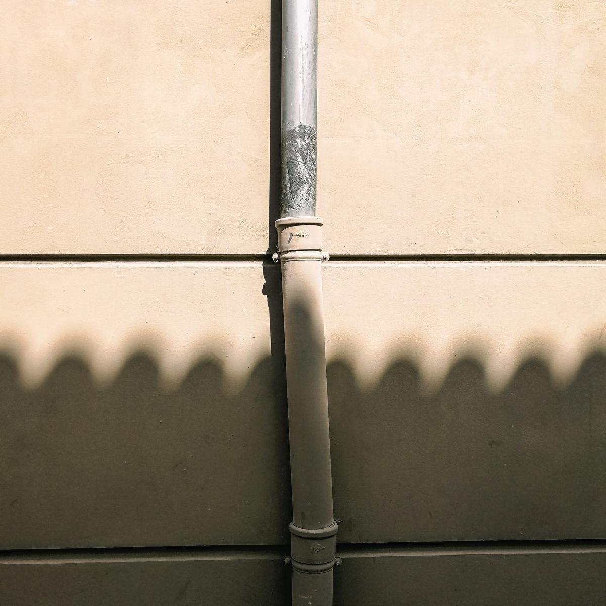 aliocha boi arles photographie projections ombre lumiere4 - Le photographe Aliocha Boi révèle la façade street d'Arles