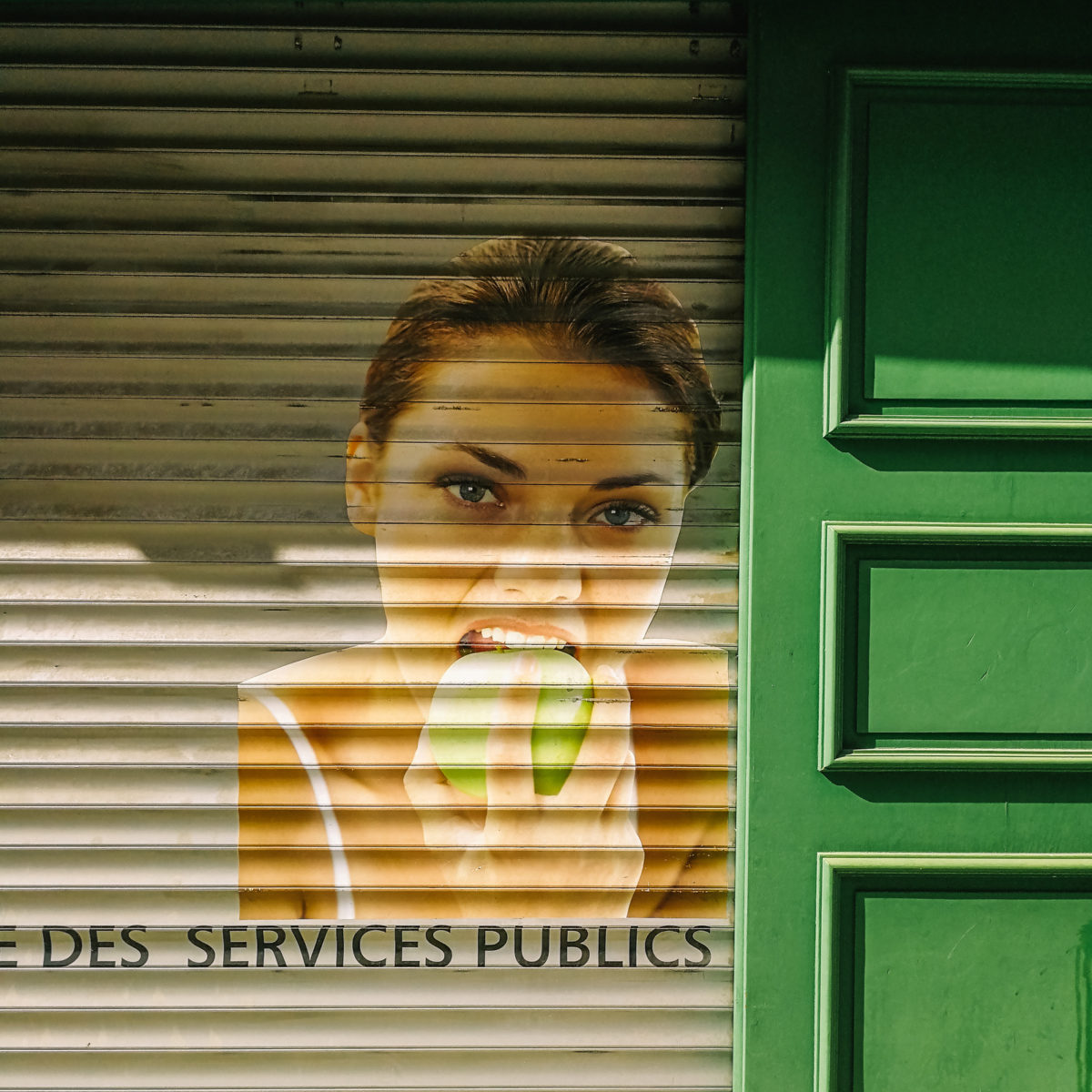 aliocha boi arles photographie surfaces mur streetart6 - Le photographe Aliocha Boi révèle la façade street d'Arles