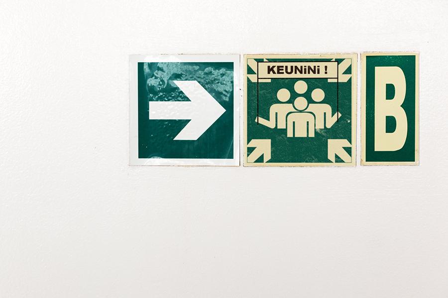 greve jinks kunst fete nationale 14 juillet street art panneau signalisation - Jinks Kunst pose sa «French touch» sur les panneaux de rue