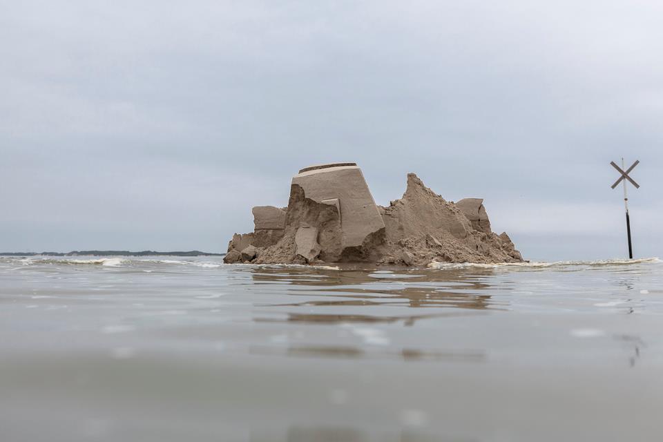 DAIM street artiste sand art graffiti sculpture sable plage ete6 - Daim, le marchand de sable du graffiti 3D