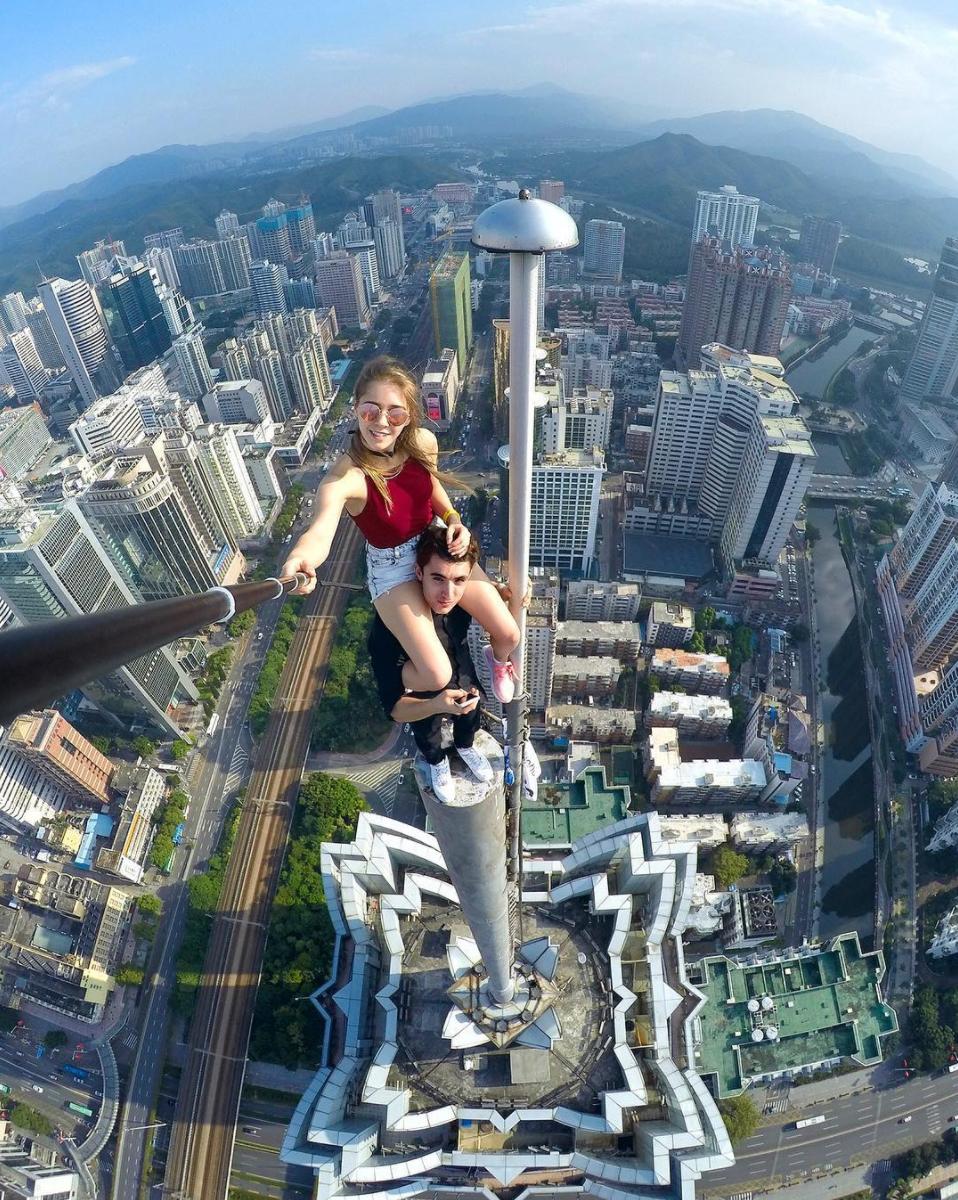 angelanikolau urbanclimbing urbex freerun grimpe escalade hot vertige tour fille building radar allurbanmakers couple - Angela Nikolau, girly jusqu'au bout des... plus hautes tours du monde !