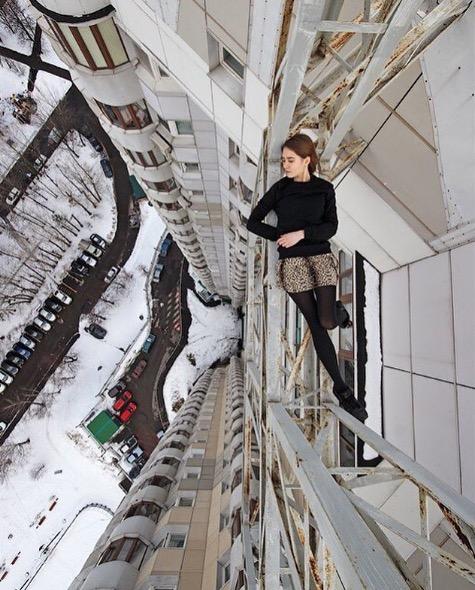 angelanikolau urbanclimbing urbex freerun grimpe escalade hot vertige tour fille building radar allurbanmakers neige - Angela Nikolau, girly jusqu'au bout des... plus hautes tours du monde !