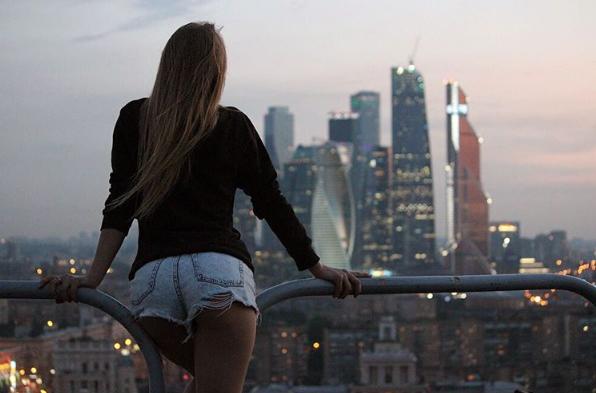angelanikolau urbanclimbing urbex freerun grimpe escalade hot vertige tour fille building radar allurbanmakers short - Angela Nikolau, girly jusqu'au bout des... plus hautes tours du monde !