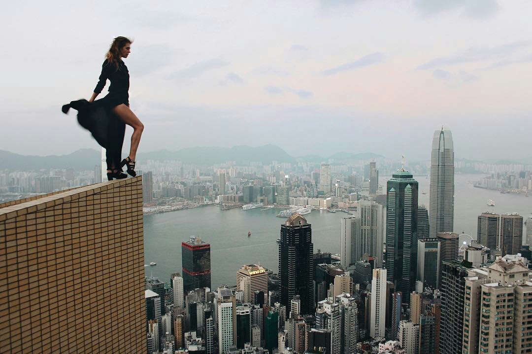 angelanikolau urbanclimbing urbex freerun grimpe escalade hot vertige tour sommet fille building radar allurbanmakers - Angela Nikolau, girly jusqu'au bout des... plus hautes tours du monde !