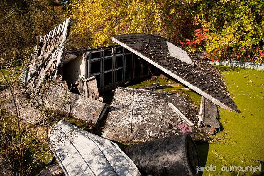 camping abandonne canada urbex vacances ete2 - Un étrange camping abandonné plante sa tente au Canada