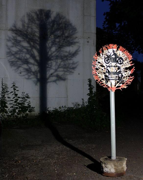 dan rawlings decoupe panneau ombre foret radar arturbain arbre - Dan Rawlings sculpte des forêts dans des épaves en métal