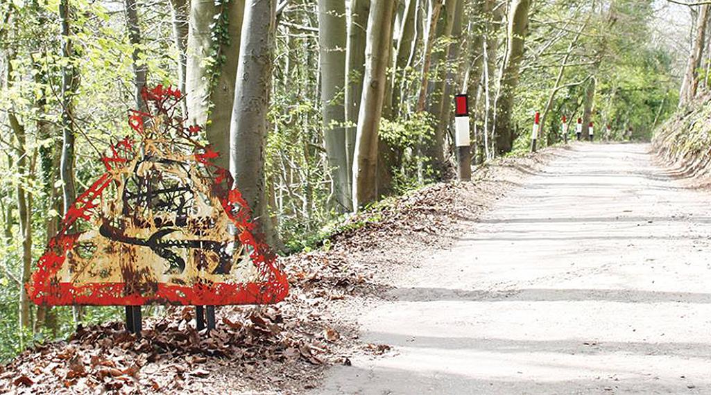 Dan Rawlings sculpte des forêts dans des épaves en métal