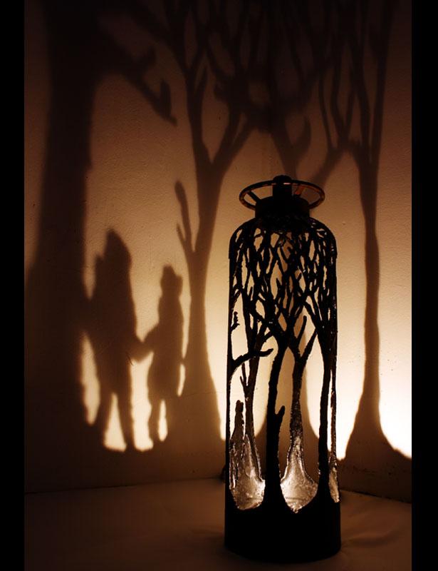 dan rawlings silo - Dan Rawlings sculpte des forêts dans des épaves en métal