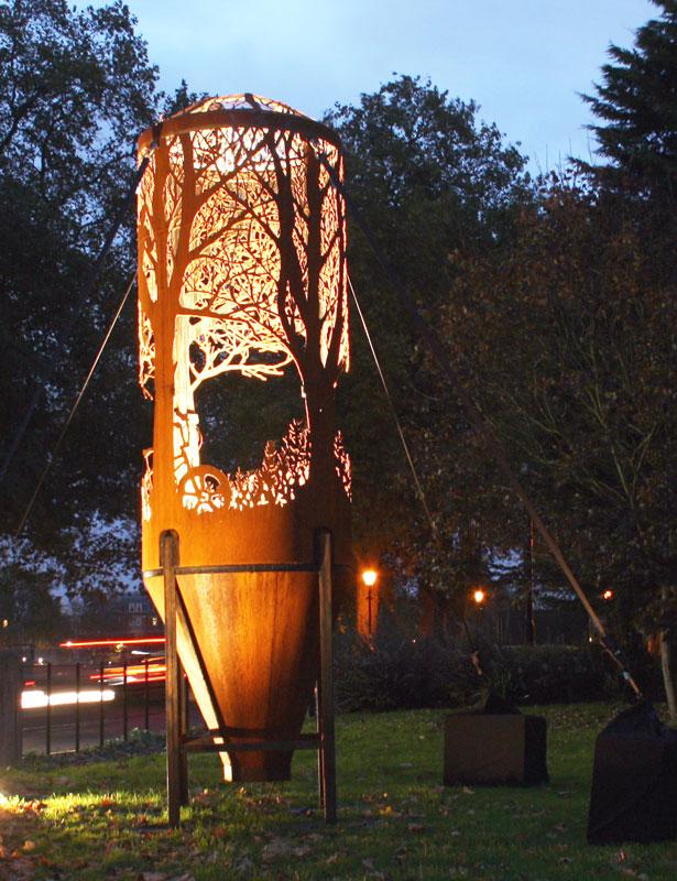 dan rawlings silo2 - Dan Rawlings sculpte des forêts dans des épaves en métal