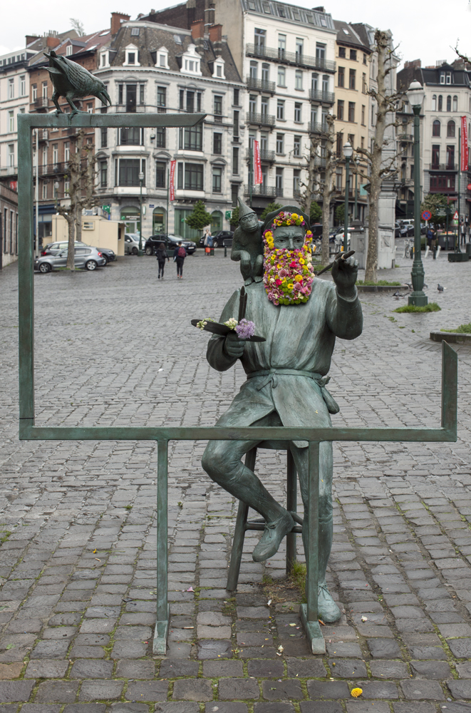 geoffroy mottart armand bernier fleur hacking couronne statue arturbain 1 - Geoffroy Mottart couronne de fleurs les statues bruxelloises