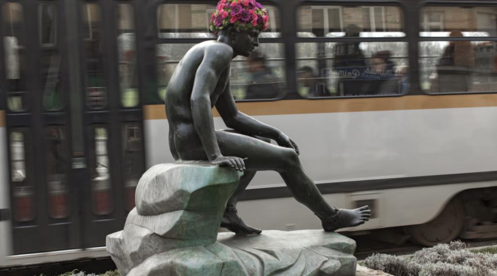 Geoffroy Mottart couronne de fleurs les statues bruxelloises