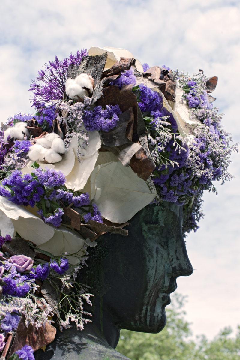 geoffroy mottart deesse du bocq fleur hacking couronne statue arturbain - Geoffroy Mottart couronne de fleurs les statues bruxelloises