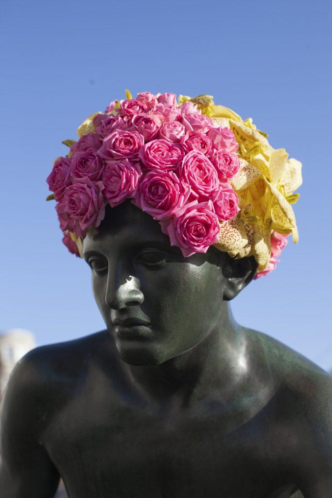 geoffroy mottart hermes fleur hacking couronne statue arturbain - Geoffroy Mottart couronne de fleurs les statues bruxelloises