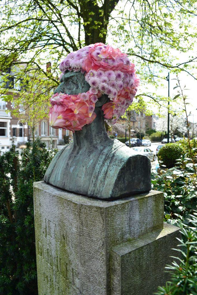 geoffroy mottart jean delville fleur hacking couronne statue arturbain - Geoffroy Mottart couronne de fleurs les statues bruxelloises