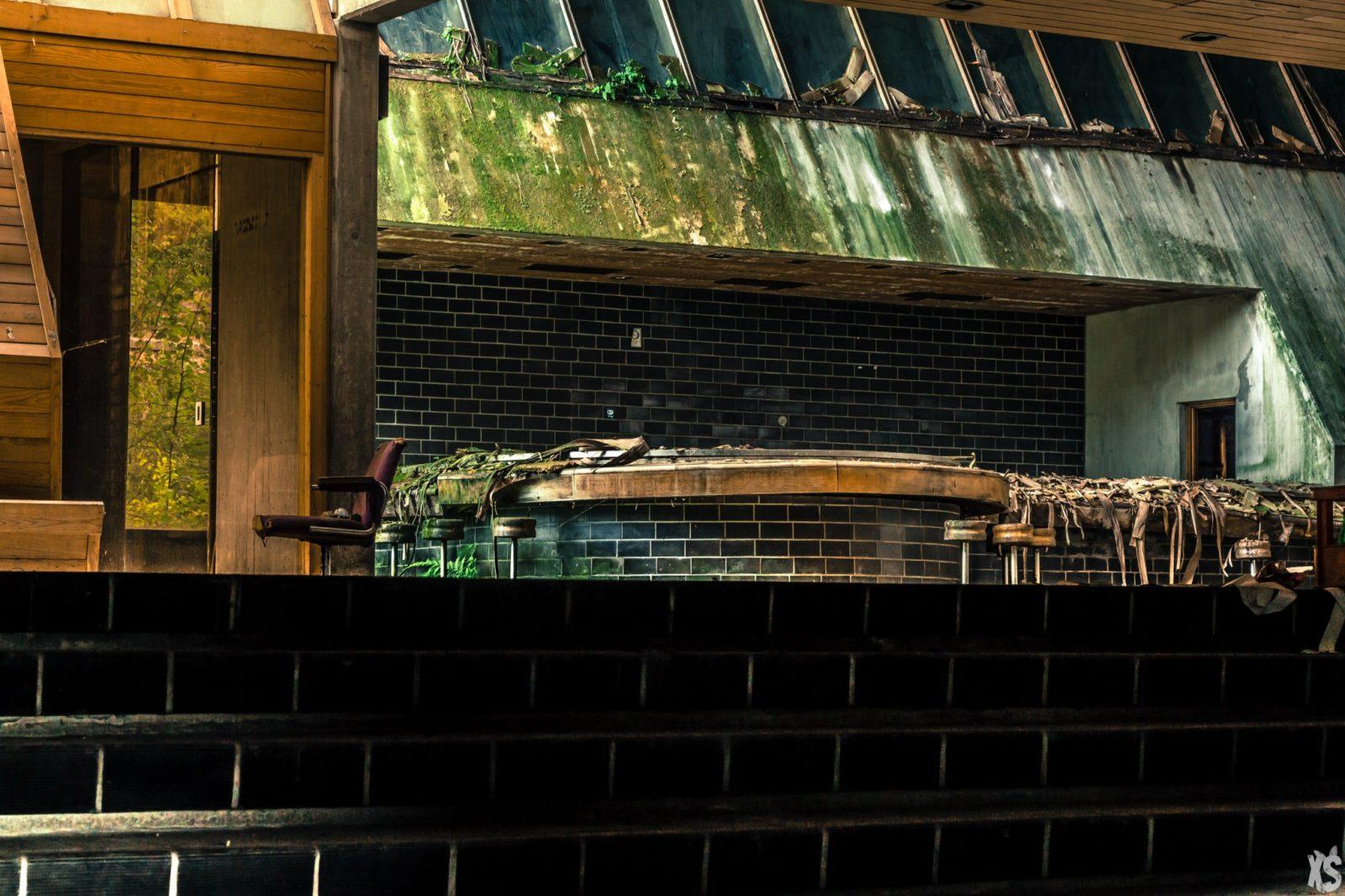 rentre ecole faculte universite lieuxabandonnes urbex explorationurbaine graffiti maternelle marceau radar allurbanmakers urbexsession vinkopintarik cafeteria design - De la maternelle à la fac, découvrez les plus belles écoles abandonnées !