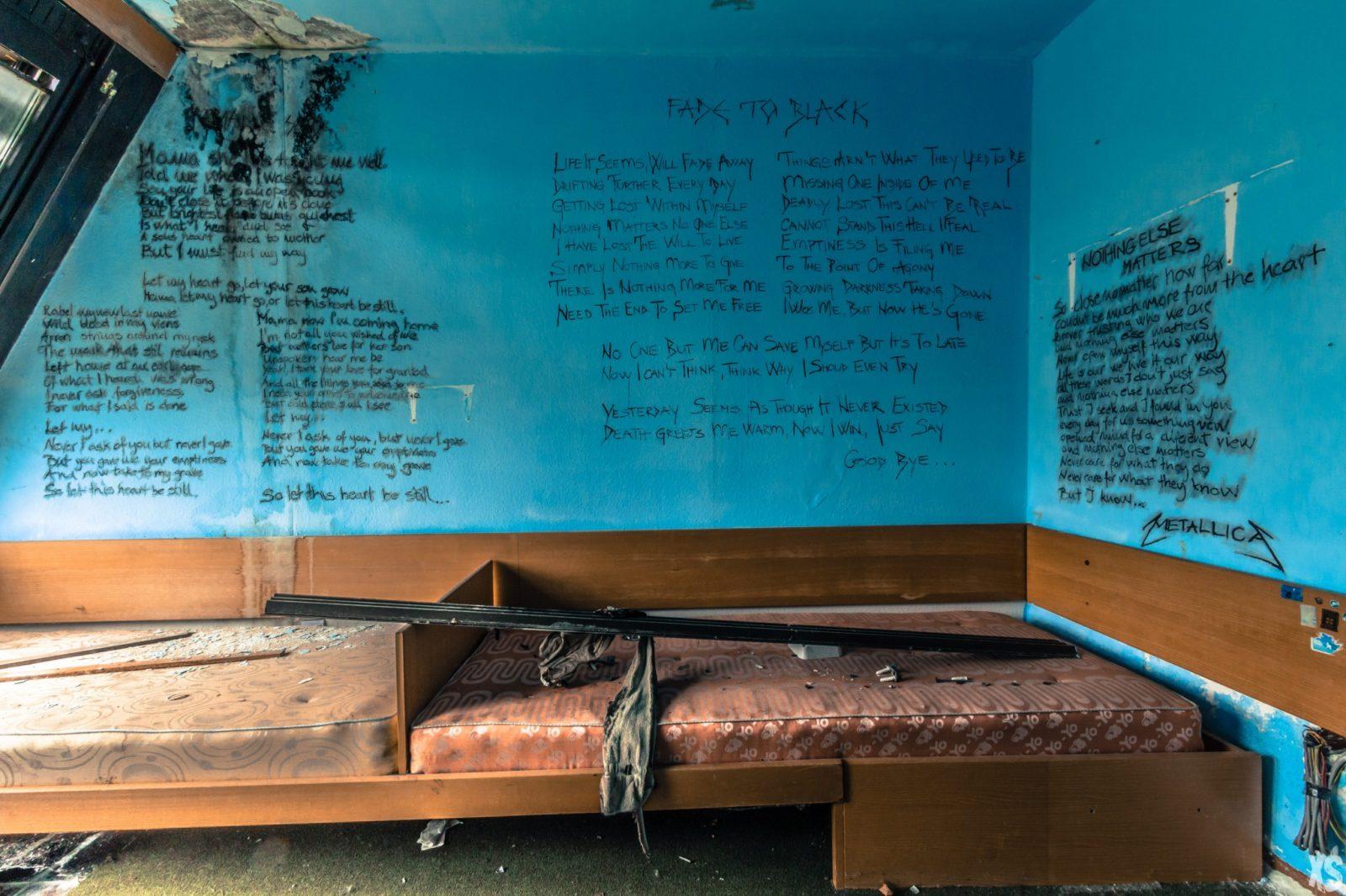rentre ecole faculte universite lieuxabandonnes urbex explorationurbaine graffiti maternelle marceau radar allurbanmakers urbexsession vinkopintarik chambre poeme - De la maternelle à la fac, découvrez les plus belles écoles abandonnées !