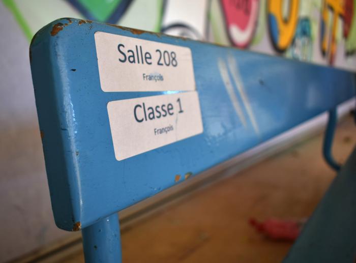 rentre ecole lieuxabandonnes urbex explorationurbaine graffiti maternelle marceau radar allurbanmakers glauqueland banc classe - De la maternelle à la fac, découvrez les plus belles écoles abandonnées !