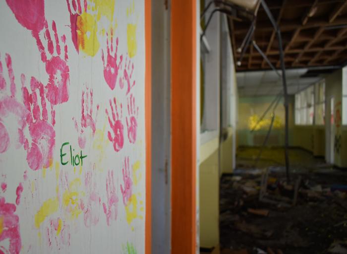 rentre ecole lieuxabandonnes urbex explorationurbaine graffiti maternelle marceau radar allurbanmakers glauqueland peinture main enfant - De la maternelle à la fac, découvrez les plus belles écoles abandonnées !