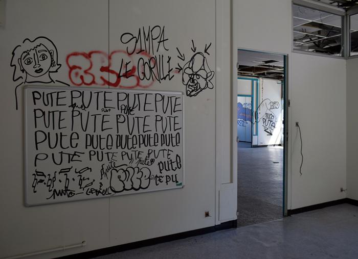 rentre ecole lieuxabandonnes urbex explorationurbaine graffiti maternelle marceau radar allurbanmakers glauqueland tableau pute - De la maternelle à la fac, découvrez les plus belles écoles abandonnées !