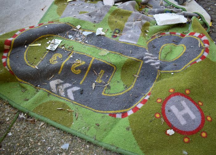 rentre ecole lieuxabandonnes urbex explorationurbaine graffiti maternelle marceau radar allurbanmakers glauqueland tapisvoiture - De la maternelle à la fac, découvrez les plus belles écoles abandonnées !